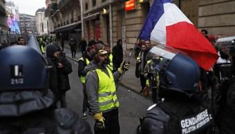 Francia endurece su posición hacia chalecos amarillos