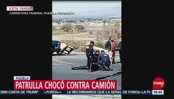 Cuatro policías lesionados tras chocar con camión en Puebla