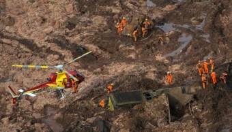 Foto: Equipo de rescate trabaja en una presa propiedad de la minera brasileña Vale SA en Brumadinho, Brasil, el 26 de enero de 2019 (Reuters)