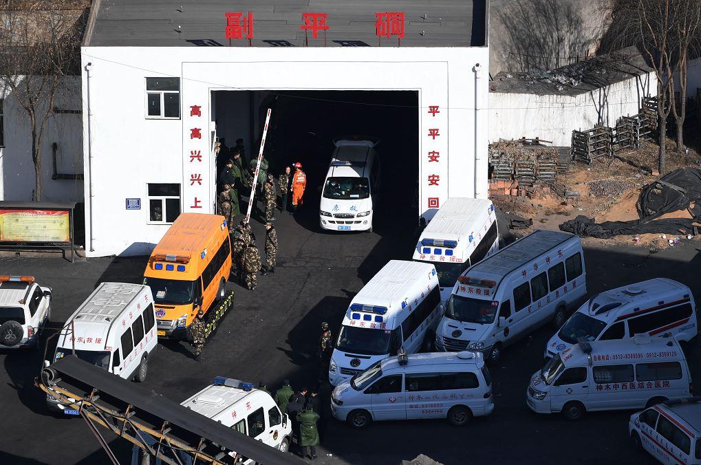Mueren 21 trabajadores en accidente de mina de carbón china