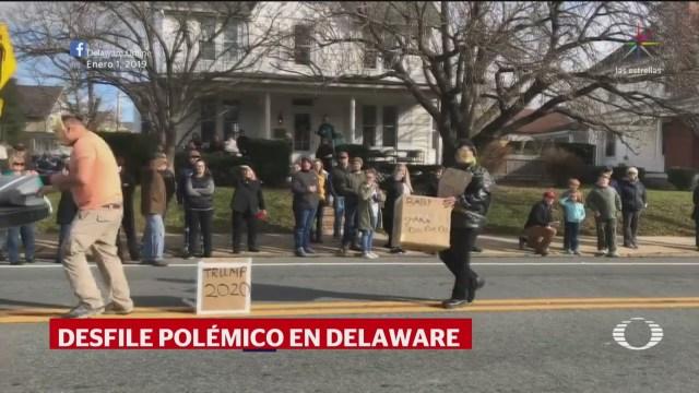 Desfile presenta carros alegóricos con mensajes contra migrantes