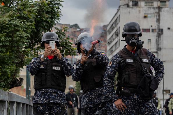 Foto: Policías de Venezuela dispersan a manifestantes, 23 de enero 2019