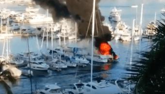Video Explota embarcación club de yates Acapulco