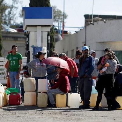 Sigue molestia de automovilistas y transportistas por escasez de combustible