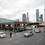Foto: Fila de autos para comprar combustible en una estación de servicio en Monterrey, 23 de enero de 2019 (Reuters)