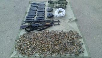 Aseguran armamento y vehículos en escuela de Guerrero