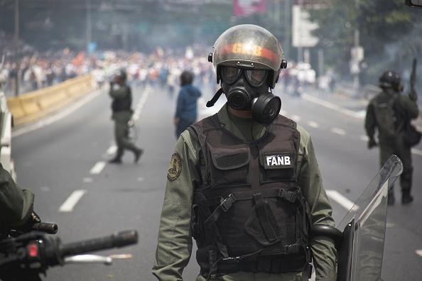 Foto: Agente de las Fuerzas Armadas de Venezuela (FANB) durante las protestas contra Nicolás Maduro el 19 de abril de 2017
