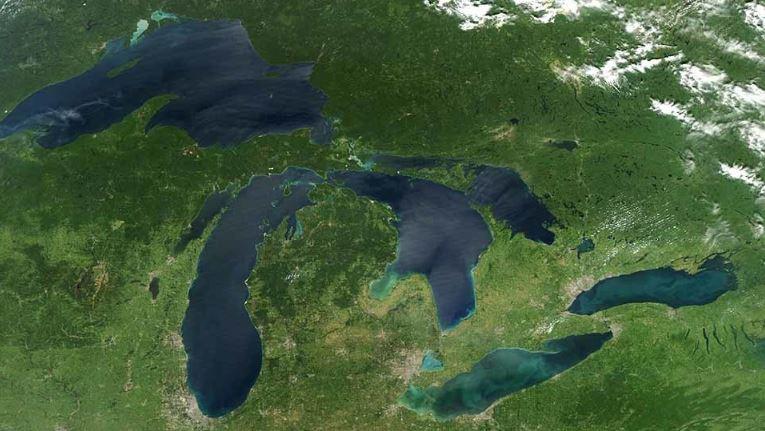 Los Grandes Lagos son un grupo de cinco lagos situados en la frontera entre los Estados Unidos y Canadá. (Foto: NASA)