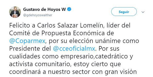 Gustavo de Hoyos felicita a Carlos Salazar Lomelín