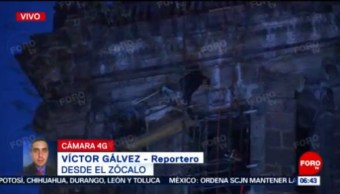 Hombre sube a cúpula de la Catedral del Zócalo CDMX