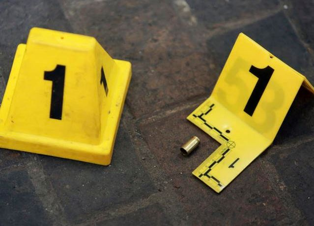 Foto: Peritos resguardan la zona del homicidio