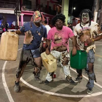 Se disfrazan de 'huachicoleros quemados' para carnaval oaxaqueño y generan polémica en redes