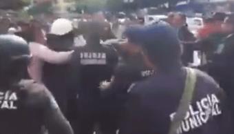 Policías enfrentan civiles para evitar linchamiento en Chiapas