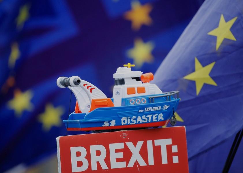 Funcionarios británicos y europeos discuten aplazar Brexit