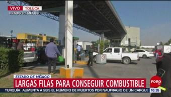 Largas filas de autos para comprar gasolina en estaciones del Edomex