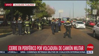 Limpian abono tirado tras volcadura de camión en Periférico Sur, CDMX