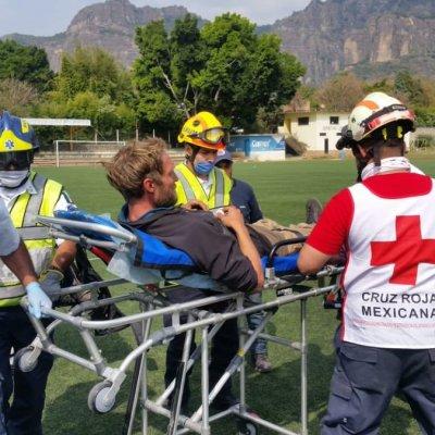 Rescatan a alemán tras caer en cañada de Tepoztlán, Morelos