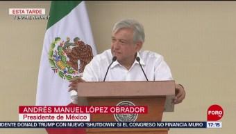 Foto: López Obrador entrega apoyos a afectados por el huracán Willa