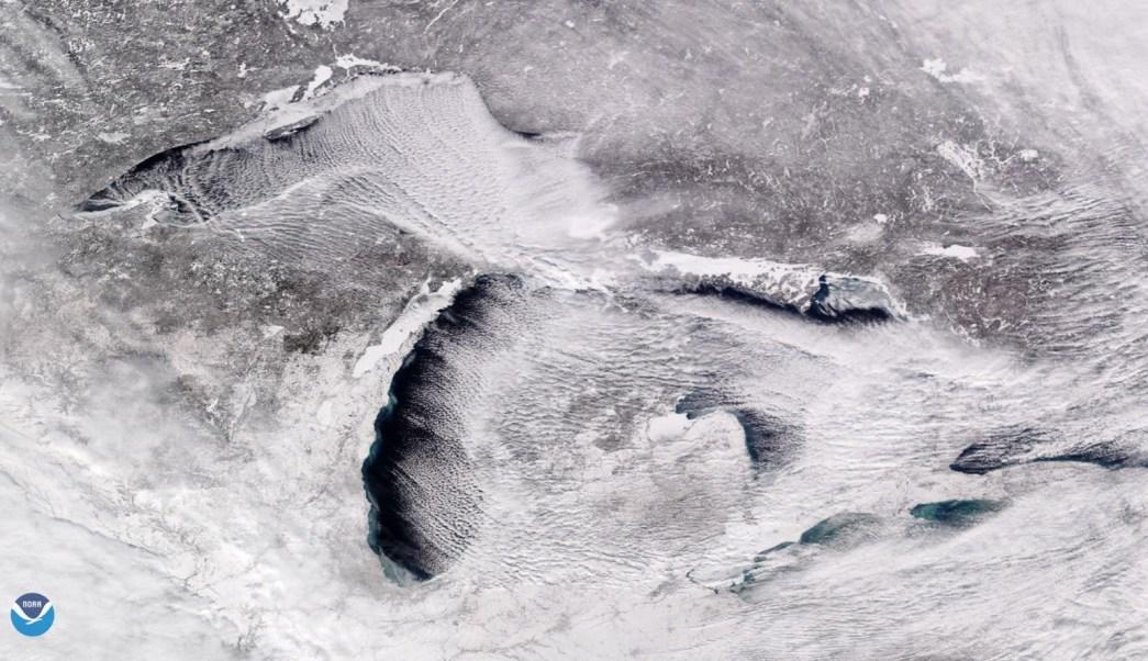 Así se ve desde el espacio el frío extremo sobre los Grandes Lagos
