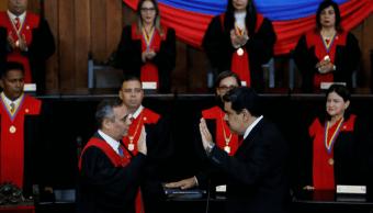 Maduro jura para segundo período; será presidente hasta 2025