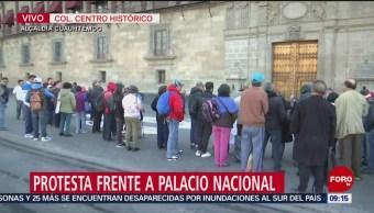 Maestros protestan frente a Palacio Nacional, CDMX