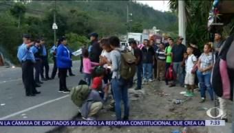 Migrantes centroamericanos llegan a Tecún Umán, frontera de Guatemala con México