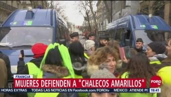 Mujeres de 'chalecos amarillos' protestan en Francia