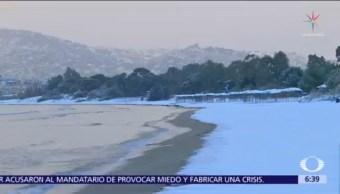 Nieve cubre las playas de Grecia
