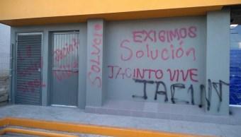 Normalistas Chiapas vandalizan oficinas de gobierno