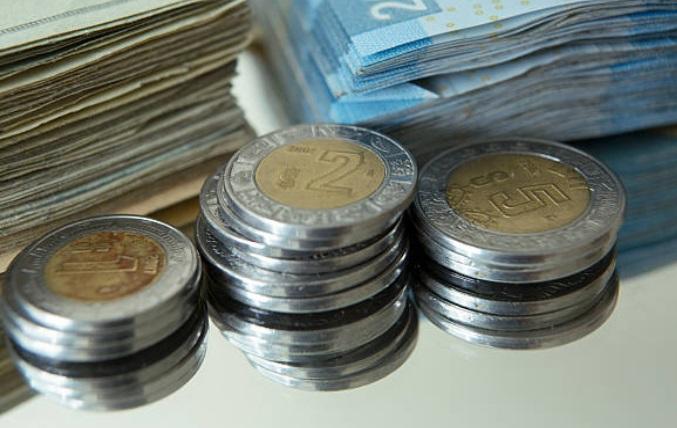 Foto: Las monedas y billetes en pesos mexicanos en la Ciudad de México, México, 8 de enero de 2014 (Archivo/Getty Images)