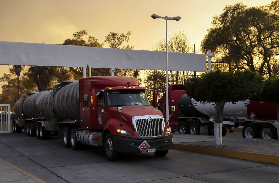 Pipas cargadas de gasolina sale hacia la CDMX