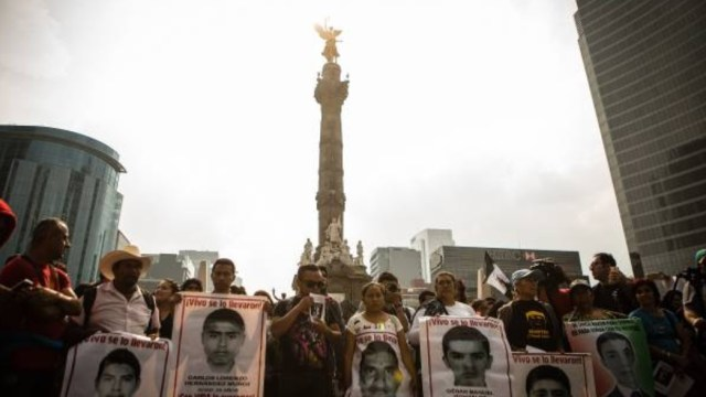 Juez ordena investigar a funcionarios de PGR por Ayotzinapa