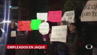 Protestan trabajadores de Presidencia en Palacio Nacional
