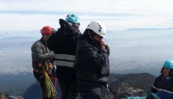 Siguen labores de rescate para sacar cuerpo de la montaña Malintzi