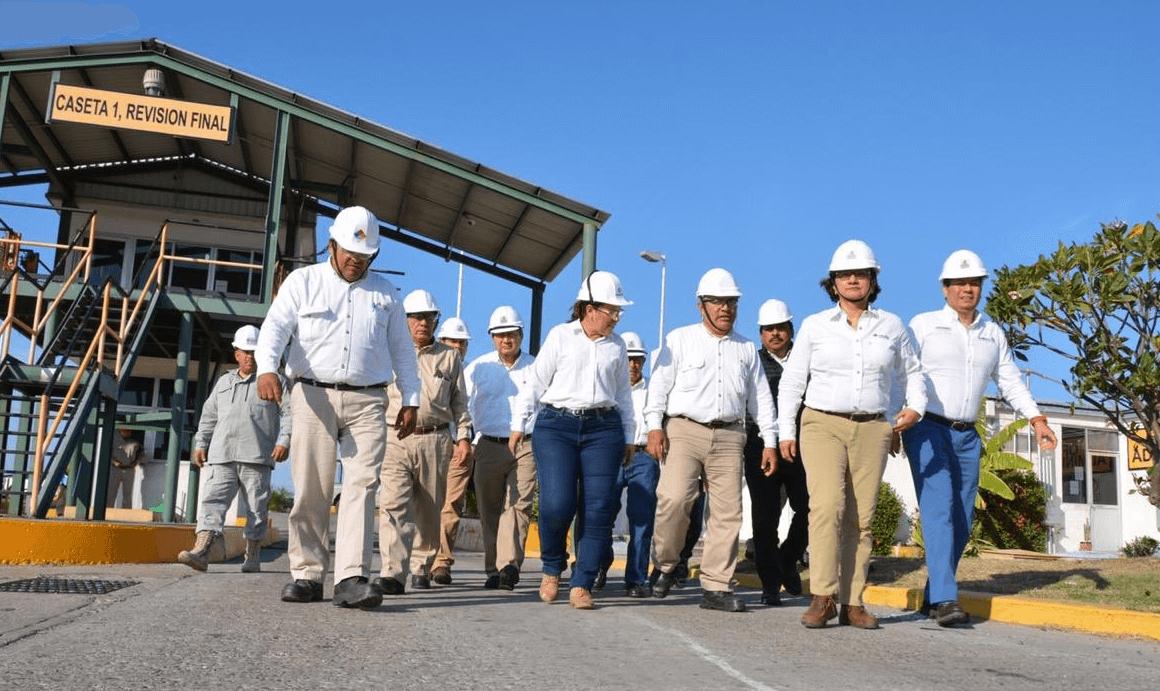 FOTO Rocío Nahle evalúa instalaciones de refinería en Salina Cruz / 24 enero 2019 Oaxaca