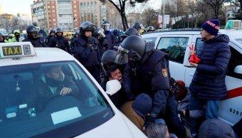 policia desaloja taxistas de madrid de castellana