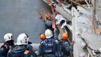 Sube a 21 cifra de muertos por derrumbe de edificio en Rusia