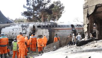 Mueren 15 personas al estrellarse un avión de carga en Irán