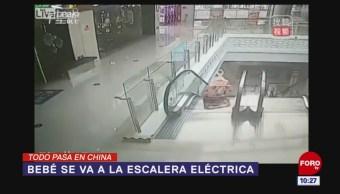 Todo Pasa En China: Bebé se va a la escalera eléctrica