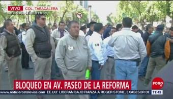 Trabajadores bloquean Paseo de la Reforma, CDMX