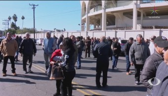 Trabajadores bloquean Semefos de Baja California para exigir sus pagos