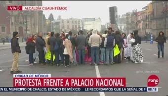 Trabajadores del SAT se manifiestan frente a Palacio Nacional