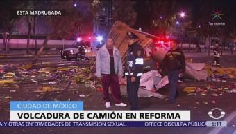 Vuelca camión en Paseo de la Reforma, CDMX