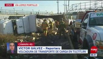 Vuelca transporte de carga en Tultitlán, Edomex