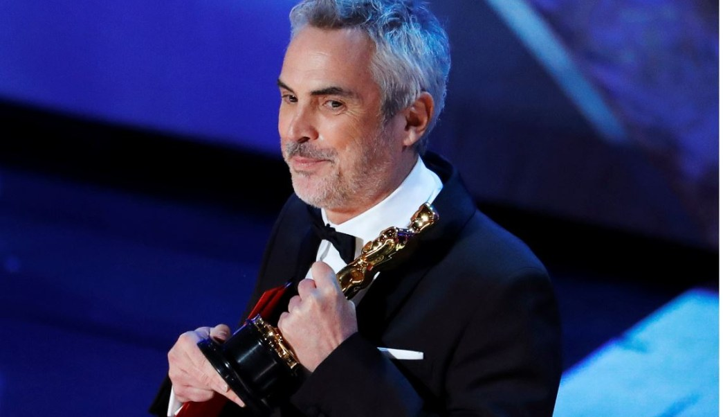 Foto: Alfonso Cuarón agradeció a México al recoger el premio como mejor director, el 24 de febrero de 2019 (Reuters)