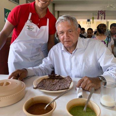 'Como México no hay dos': AMLO al comer cecina, frijoles y queso en Morelos