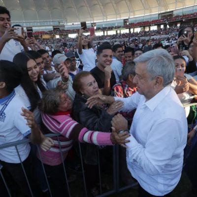AMLO anuncia apoyos para jóvenes durante gira por Durango