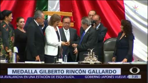 Ana María Latapí Sarre recibe medalla 'Gilberto Rincón Gallardo'
