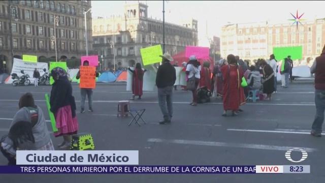 Artesanos instalan casas de campaña frente a Palacio Nacional