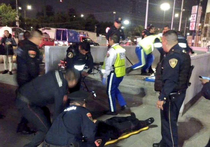 Foto: Los policías fueron baleados cuando salían acompañados de una mujer del Metro, del 16 de febrero de 2019